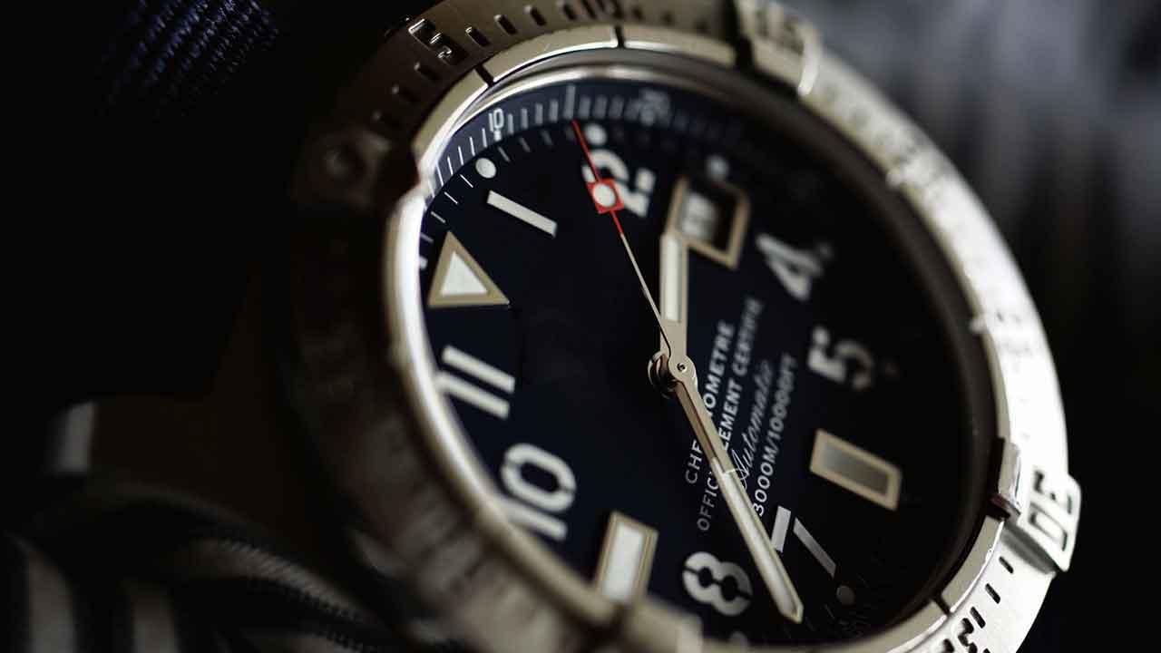 Breitling Präzision Uhr Chronograph Chronographencenter.de